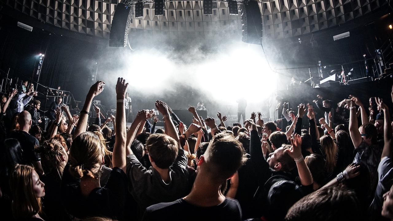 Letar du efter konsertbiljetter, biljetter till evenemang eller vill få Guider till Nöjen online? På Shoppingnyheter.se ger vi dig det i vår Nöjesguide!